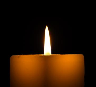 101595-364x330-Memorial_candle